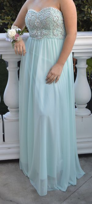 Junior's Formal Long Dress size 11 (Mint Color) for Sale in Bakersfield, CA