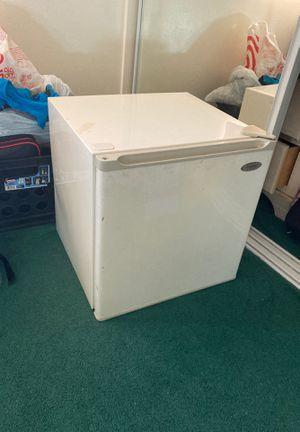 Mini fridge for Sale in Los Alamitos, CA