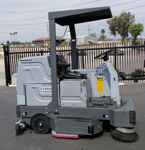 Nikfisk Advance 2042 Rider Floor Scrubber - Like New for Sale in Fontana, CA