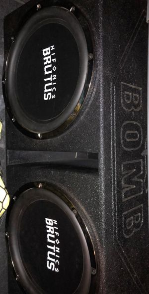 "2 Hifonics Brutus 15"" 1500W RMS in Q Bomb Box for Sale in Montgomery, AL"