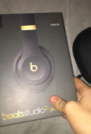 Beats studio 3 headphones and beats x earbuds bundle for Sale in Oklahoma City, OK