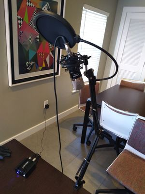 Neewer NW-700 professional condenser microphone and NW -35 suspension boom scissor arm stand for Sale in Binghamton, NY