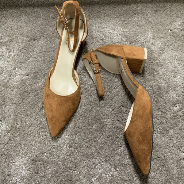 NUYG Women Classic Pointy Closed Toe Pumps