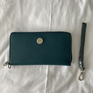 Teal Jessica Moore Zip Wallet for Sale in Pasco, WA