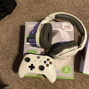 Xbox One White Controller With Turtle Beach Headset Asking 60 Obo for Sale in Mesa, AZ