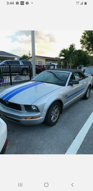 FORD MUSTANG 06 GOOD for Sale in Miami, FL