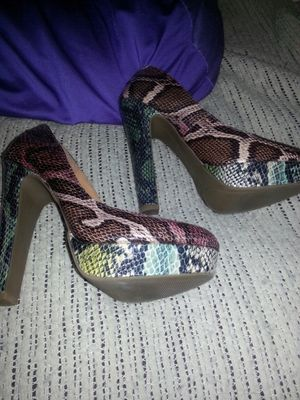 New ladies snake skin high heels size 7 for Sale in Glen Burnie, MD