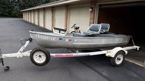 12ft aluminum boat and trailer electric trolling motor for Sale in Columbus, OH