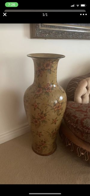 Vase for Sale in West Bloomfield Township, MI