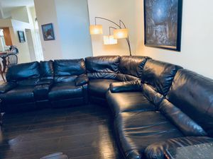 Leather couch for Sale in Orlando, FL