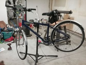 Cannondale Adventure 400 And Spindoctor Pro G3 Repair Stand for Sale in Vancouver,  WA