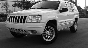Automatic O4 Jeep SUV Grand Cherokee 4WDWheels for Sale in Wyoming, WV