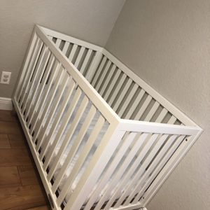 Modern white Crib Bed for Sale in Fort Lauderdale, FL