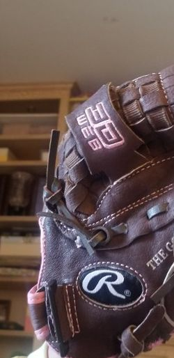 Girls Rawlings Leather Glove for Sale in Perris,  CA