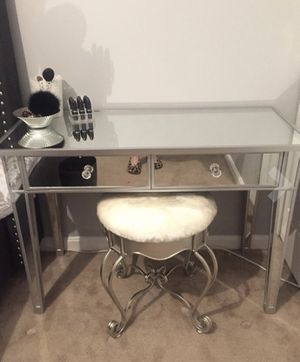 Mirror vanity with 2 drawers for Sale in Vista, CA
