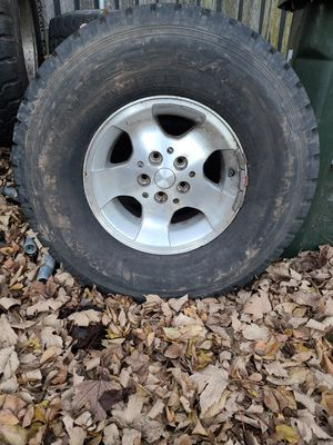 32x 11.5x15 jeep tires and rims for Sale in Kent, WA