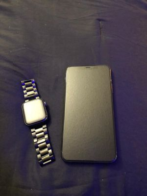 Midnight greenI phone 11 pro max Apple Watch 5 series 44 mm for Sale in Merced, CA