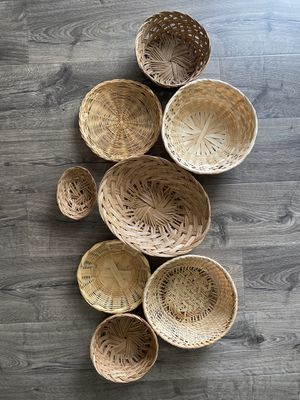 Set of 8 wicker baskets for Sale in Tampa, FL