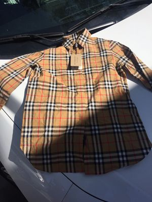 Burberry kids size 6,8 for Sale in Tampa, FL