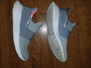 Reebok womens shoes size 8.5 for Sale in Laurel, MD