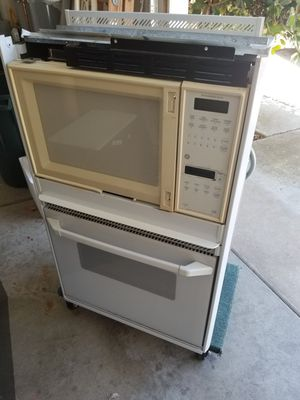Oven and microwave FREE for Sale in Escondido, CA