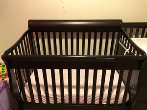 REDUCED!! Sorrelle Espresso combo crib and changing table for Sale in Lexington, KY