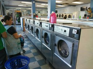 WASCOMAT FRONT LOAD WASHER W125 35 LBS CAPACITY 3PH 208 240 V STAINLESS STEEL FRONT REFURBISHED for Sale in La Habra, CA