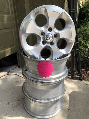 """18"""" Jeep wheels w/ TPS Set of 4 for Sale in Orlando, FL"""