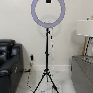 "Ring Light With Tripod 19"" Wide for Sale in Hialeah, FL"