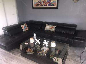Sectional couch color black for Sale in Miramar, FL
