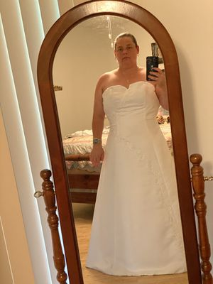 Wedding dress for sale for Sale in Tampa, FL