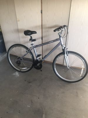 schwinn hybrid bike trailvay 700c/28 in for Sale in El Mirage, AZ