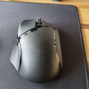 Barely Used Razer Balisisk Hyperspeed X Wireless Gaming Mouse for Sale in Chicago, IL
