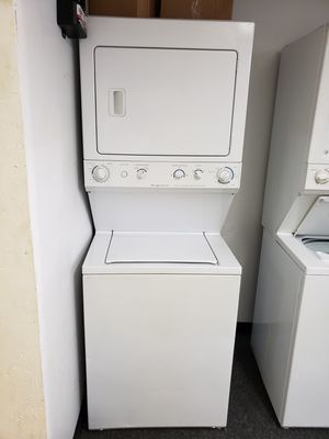 27 INCHES LAUNDRY CENTER ELECTRIC GOOD CONDITION 90 DAYS OF WARANTY SE HABLA ESPAÑOL for Sale in Glen Burnie, MD