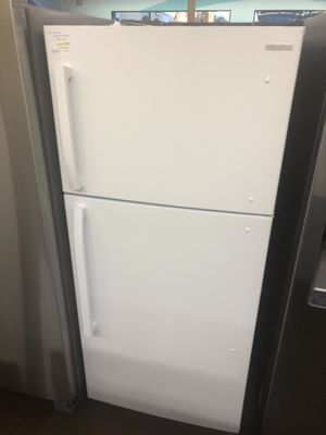 Top freezer refrigerator Insignia 18 cubic feet for Sale in Glendora, CA