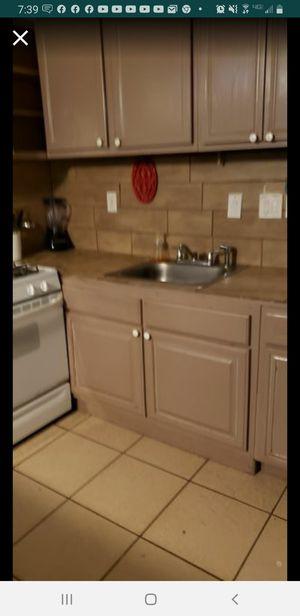 Hola somos una familia cristiana estamos rentando un apartamento pequeño tiene todo es para una persona o dos for Sale in Houston, TX