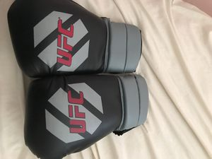 ufc boxing gloves for Sale in Palmdale, CA
