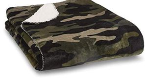 New Sherpa blanket ( camo) for Sale in Browns Summit, NC