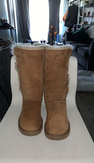 UGGs Bailey Buttons Tan for Sale in Phoenix, AZ