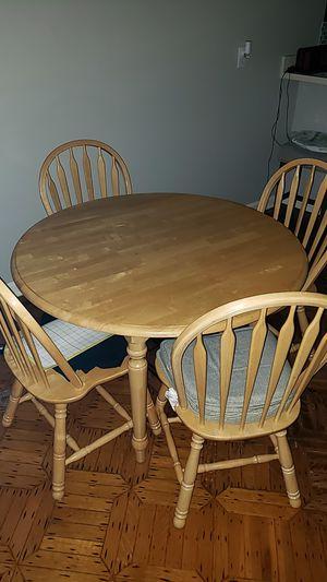 Clean dining room set for Sale in Glen Burnie, MD