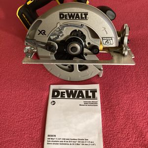 "DeWalt . 20V MAX XR Lithium Ion 7-1/4"" Brushless Circular Saw (Tool Only ). DCS570 for Sale in Brooklyn, NY"