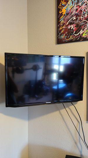"Samsung 32"" Smart LED HDTV for Sale in Eudora, KS"