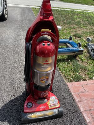 Bissell Upright vacuum cleaner in excellent condition for Sale in Wayne, PA