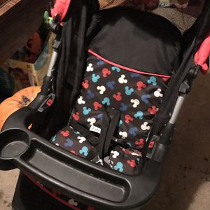Car seat stroller for Sale in Fargo, ND