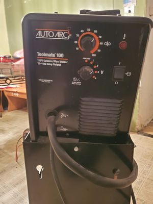 Nice auto arc wire welder 115v with brand new roll around cart $150 also has a new .035 wire roll for Sale in Delhi, CA