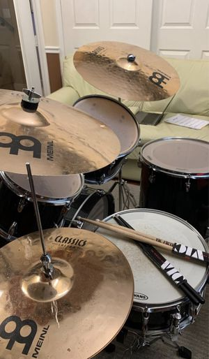 12-Piece YAMAHA and MEINL DRUM SET (in EXCELLENT CONDITION: good for beginners and professionals). for Sale in Hollywood, FL