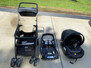 Car seat Chicco for Sale in Holly Springs, NC