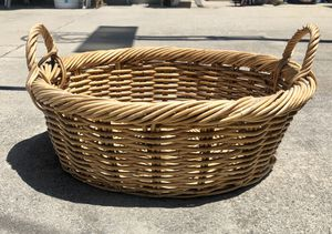 """Vintage Large 21"""" Round Woven Wicker Basket Handles Boho Bread Fruit Decor. 10"""" at handle top. for Sale in Torrance, CA"""