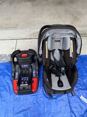Infant car seat with 2 car adapters for Sale in Ventura, CA