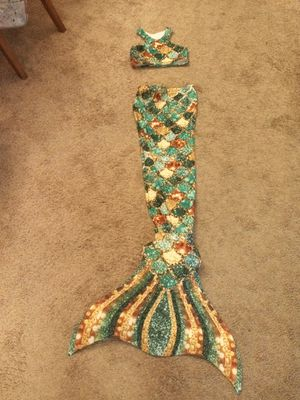 SunTails Mermaid Tail w/flipper and swim top for Sale in CHAMPIONS GT, FL